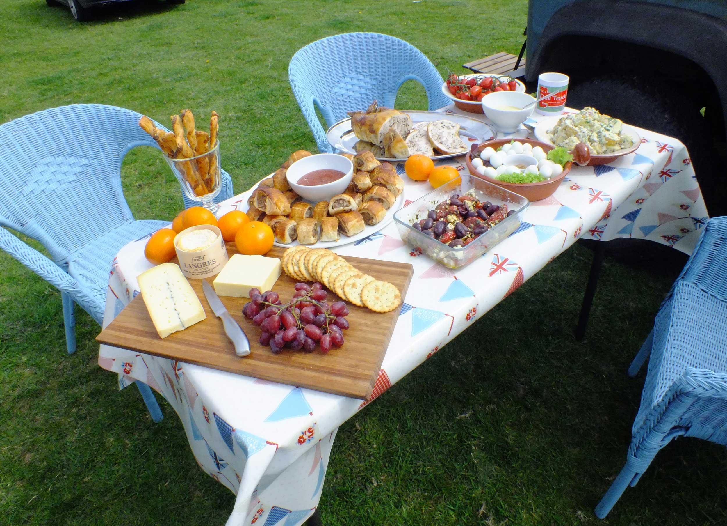 posh picnic for a horse loving raconteur the deli truck